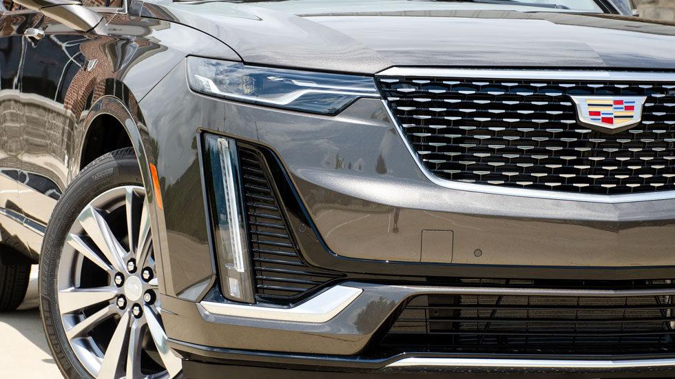 2020 Cadillac XT6 headlights