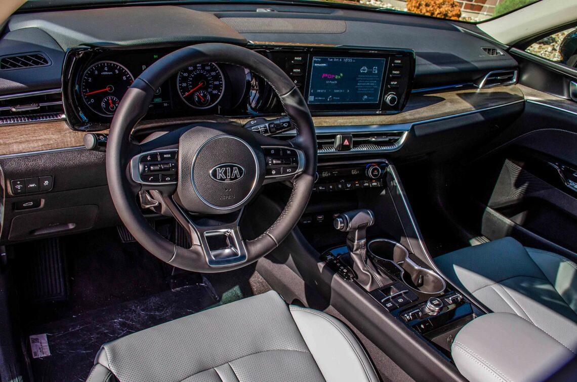 2021 Kia K5 driver's side interior